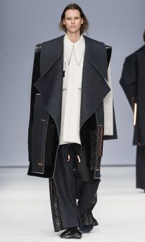 ximon-lee-is-the-first-menswear-designer-to-win-the-hm-design-award-body-image-1422469074